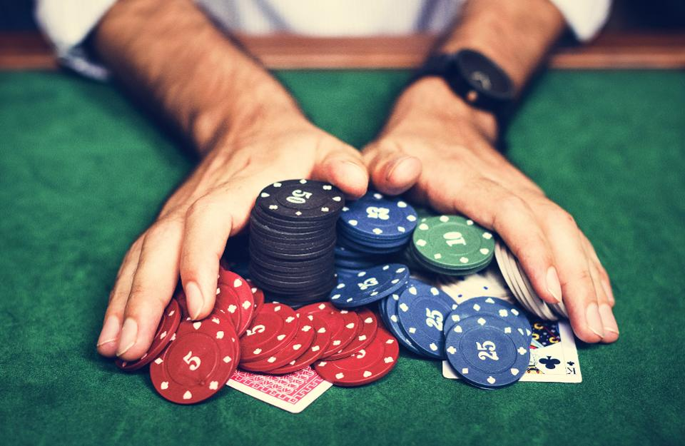 What are the benefits of downloading casino software?